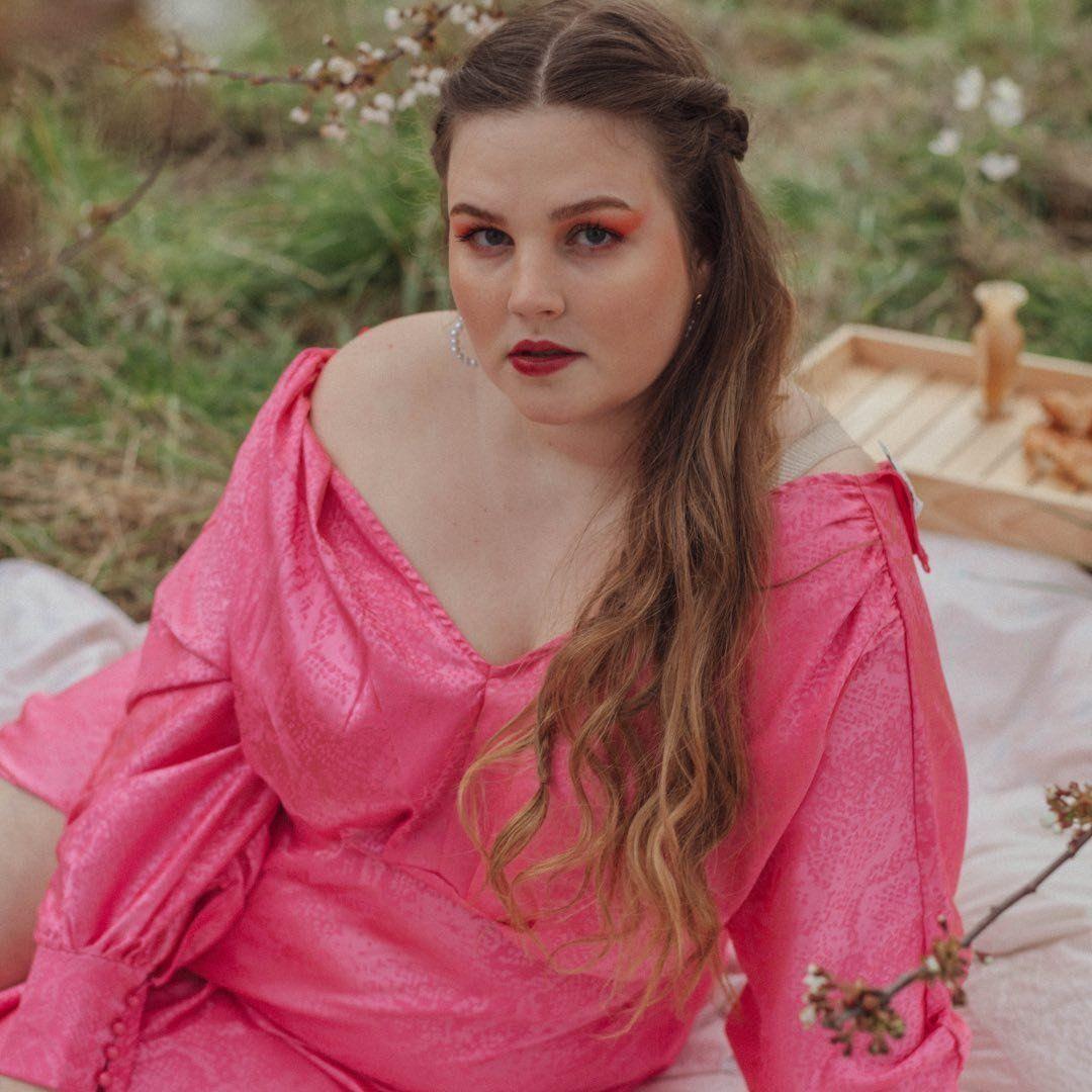Romy Plussize Model SheHer